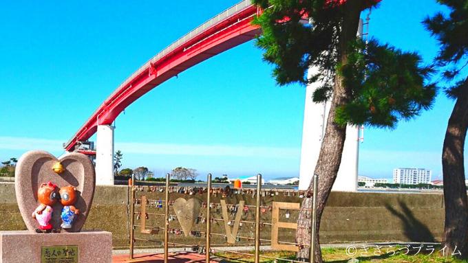 ラブフェンスと中の島大橋